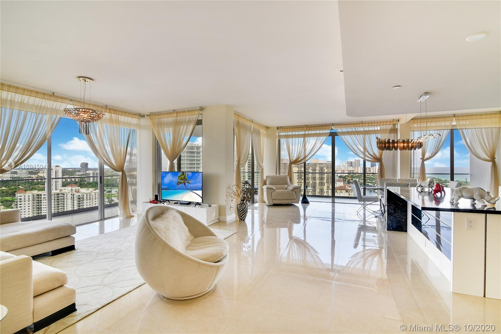 SPECTACULAR TURN-KEY PENTHOUSE WITH A LARGE WRAP AROUND TERRACE WITH PANORAMIC VIEWS OF THE OCEAN/IN