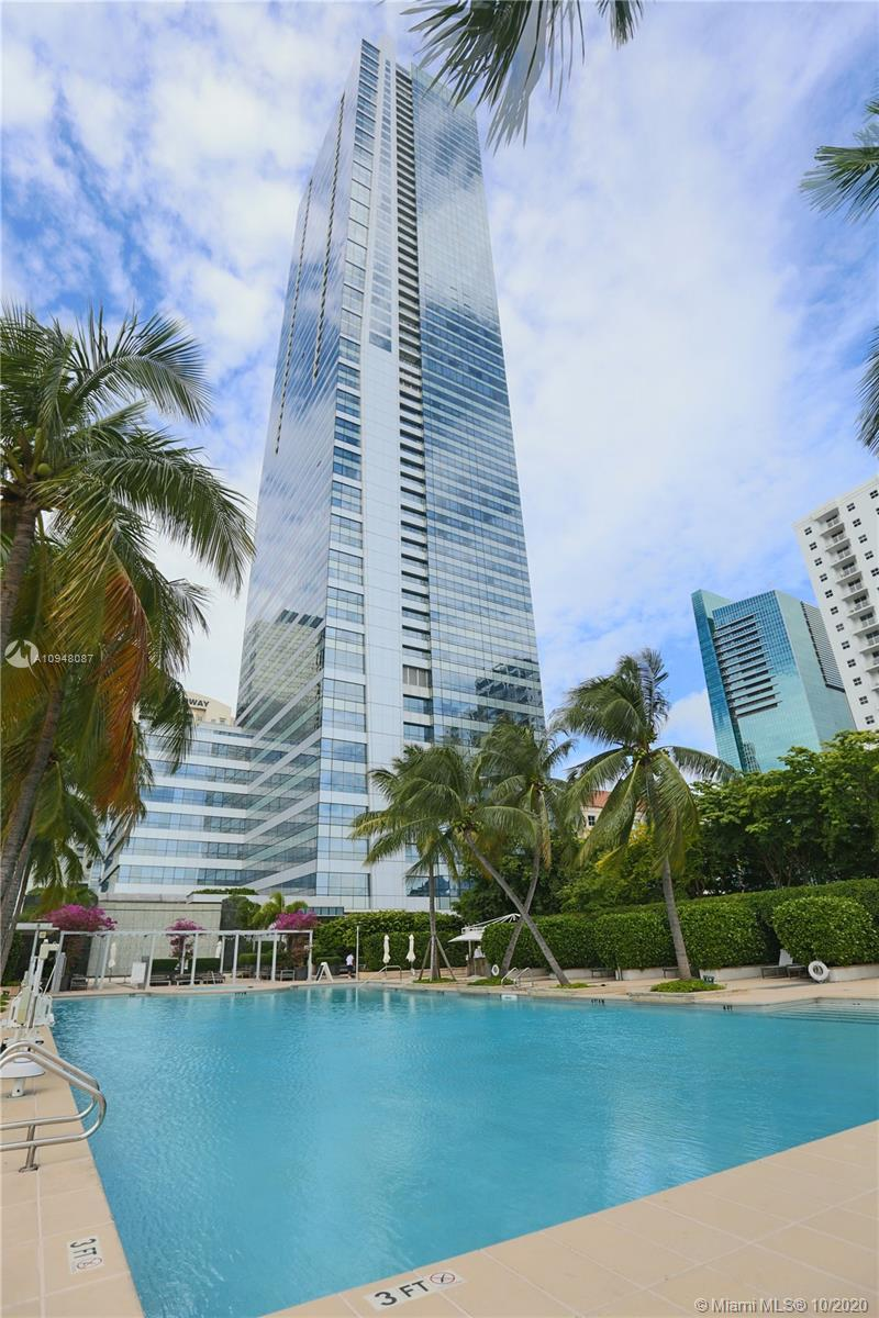 This beautiful condo studio residence is located at Four Seasons in the heart of Brickell. Five star