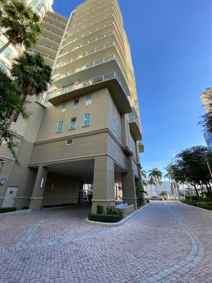BEAUTIFUL APARTMENT 2 MASTER BEDS / 2 Full Renovated . 1/2 Bath renovated with great light mirrors.