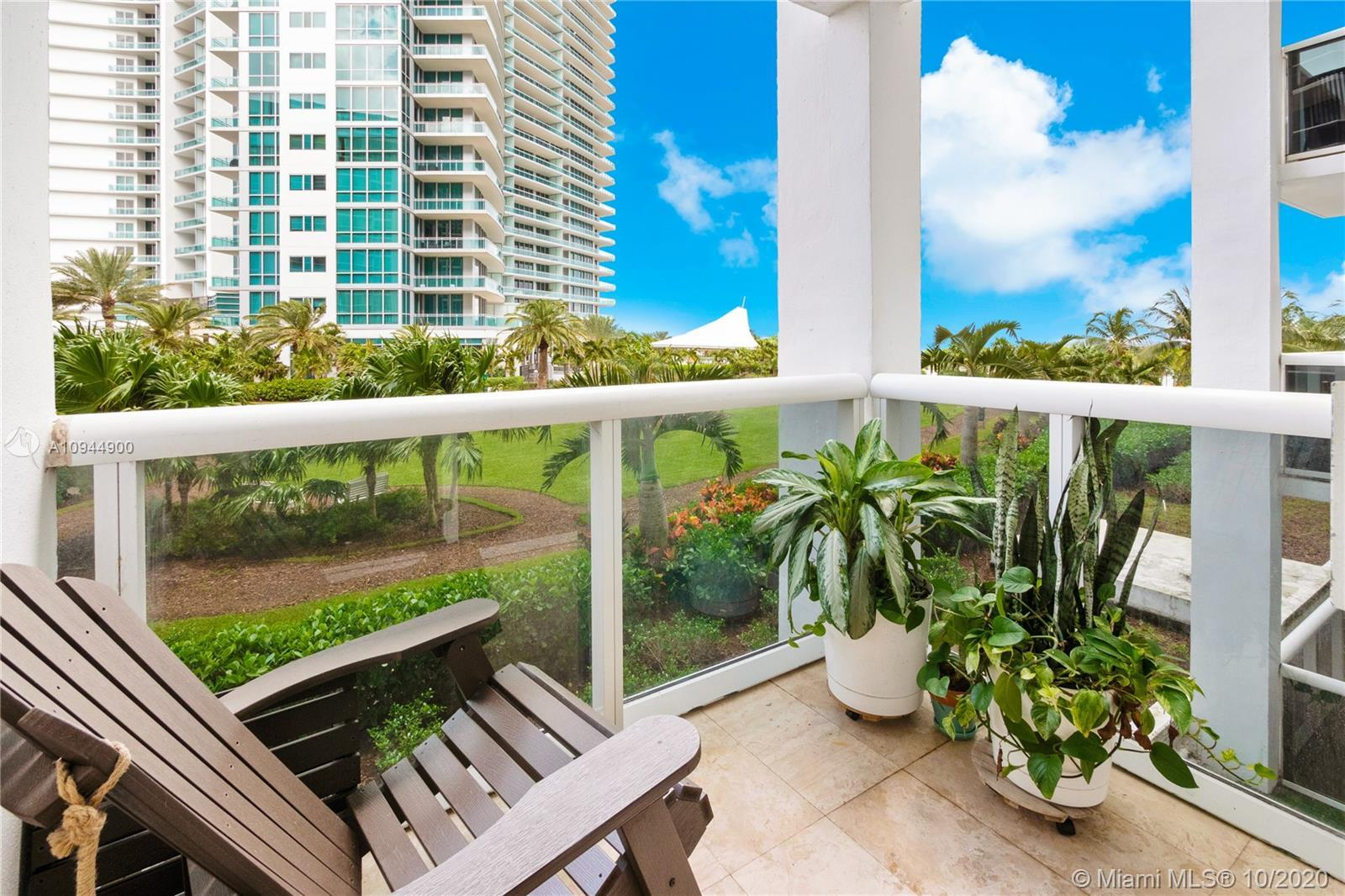 Great luxury studio apartment in one of the most sought after oceanfront properties in South Florida