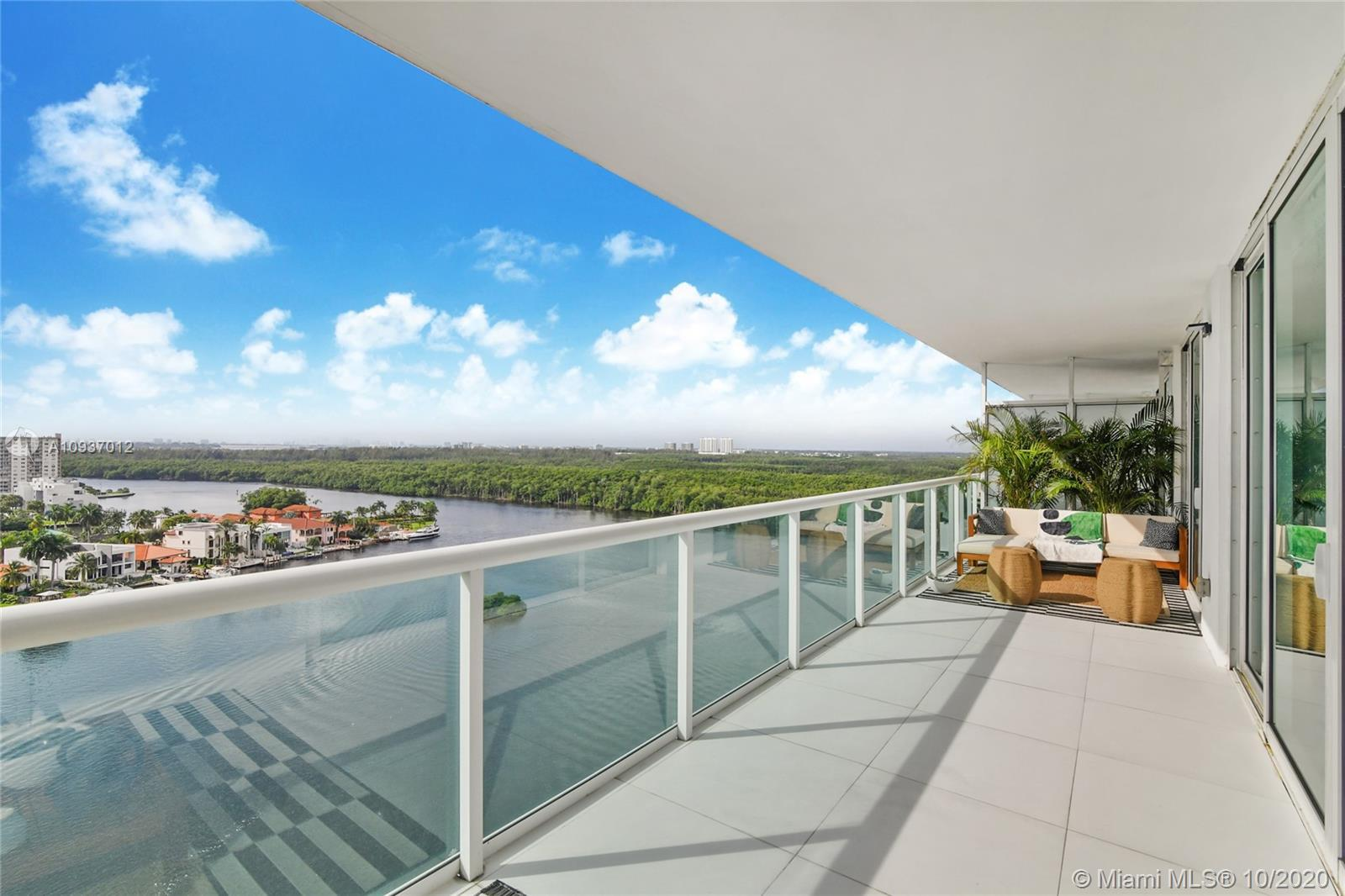 Amazing 2 beds + DEN (can be convert into 3rd bedroom) + 3 FULL Baths! Breathtaking Intercoastal and