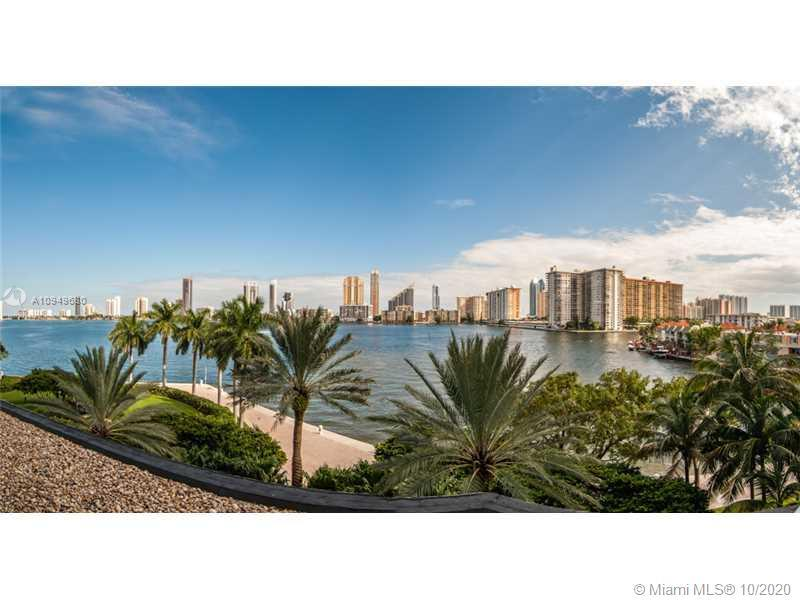 3 BED/3 BATH W/ DIRECT INTRACOASTAL VIEWS. PRIVATE ELEVATOR, HARDWOOD FLOORS IN LIVING AREAS AND ONE