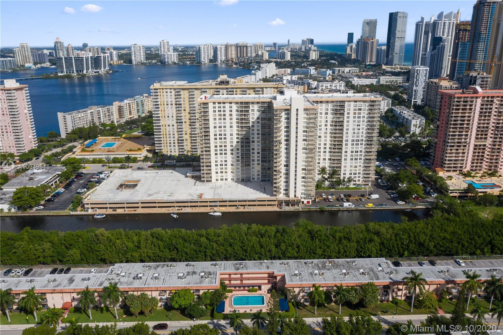 Very charming and move in ready 2b/1b in the heart of sunny isles beach. Updated kitchen, storage, b