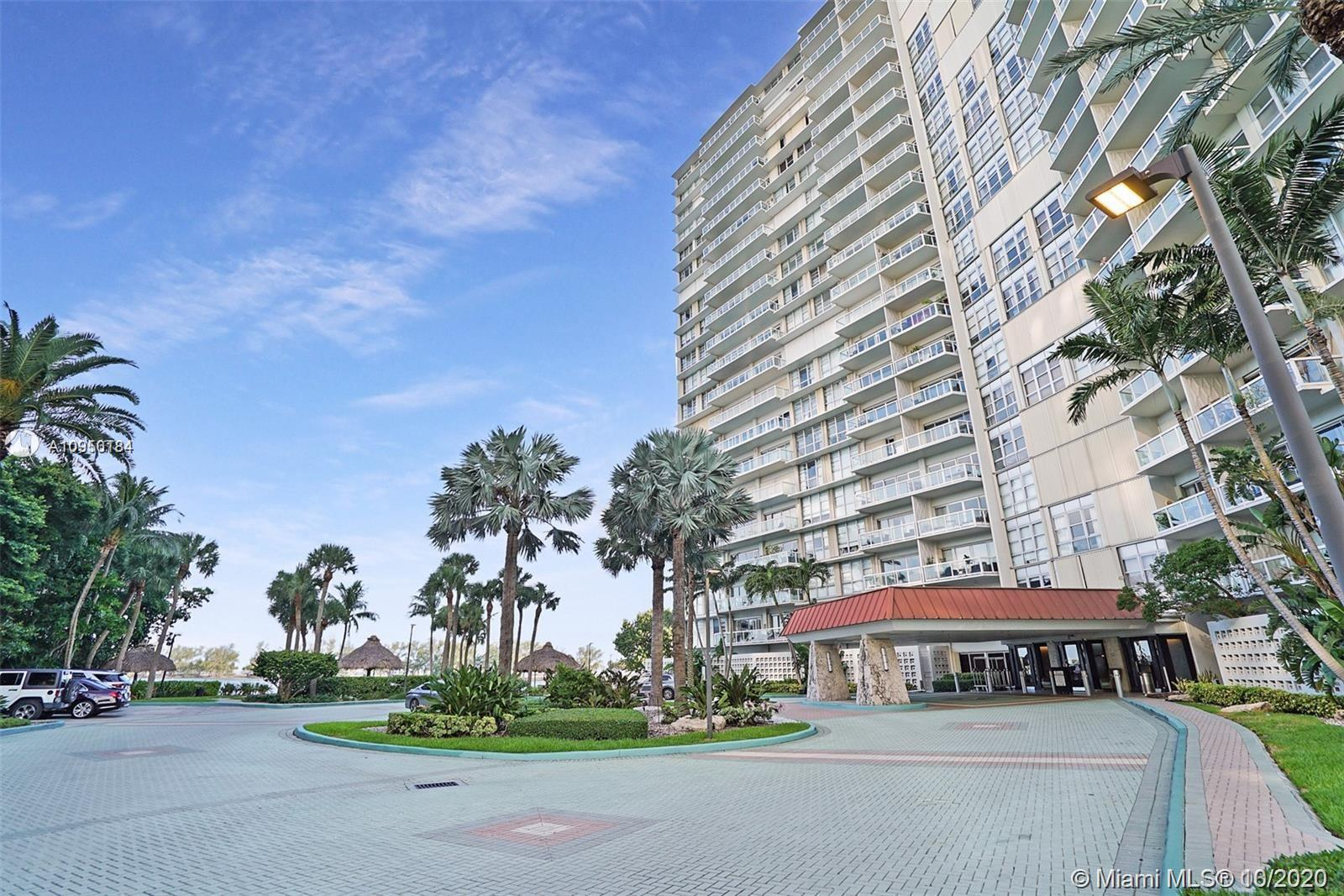 The Best 2 Bedroom Deal in Brickell Townhouse!  Dramatic-Breathtaking-Direct Biscayne Bay Views. 2 B