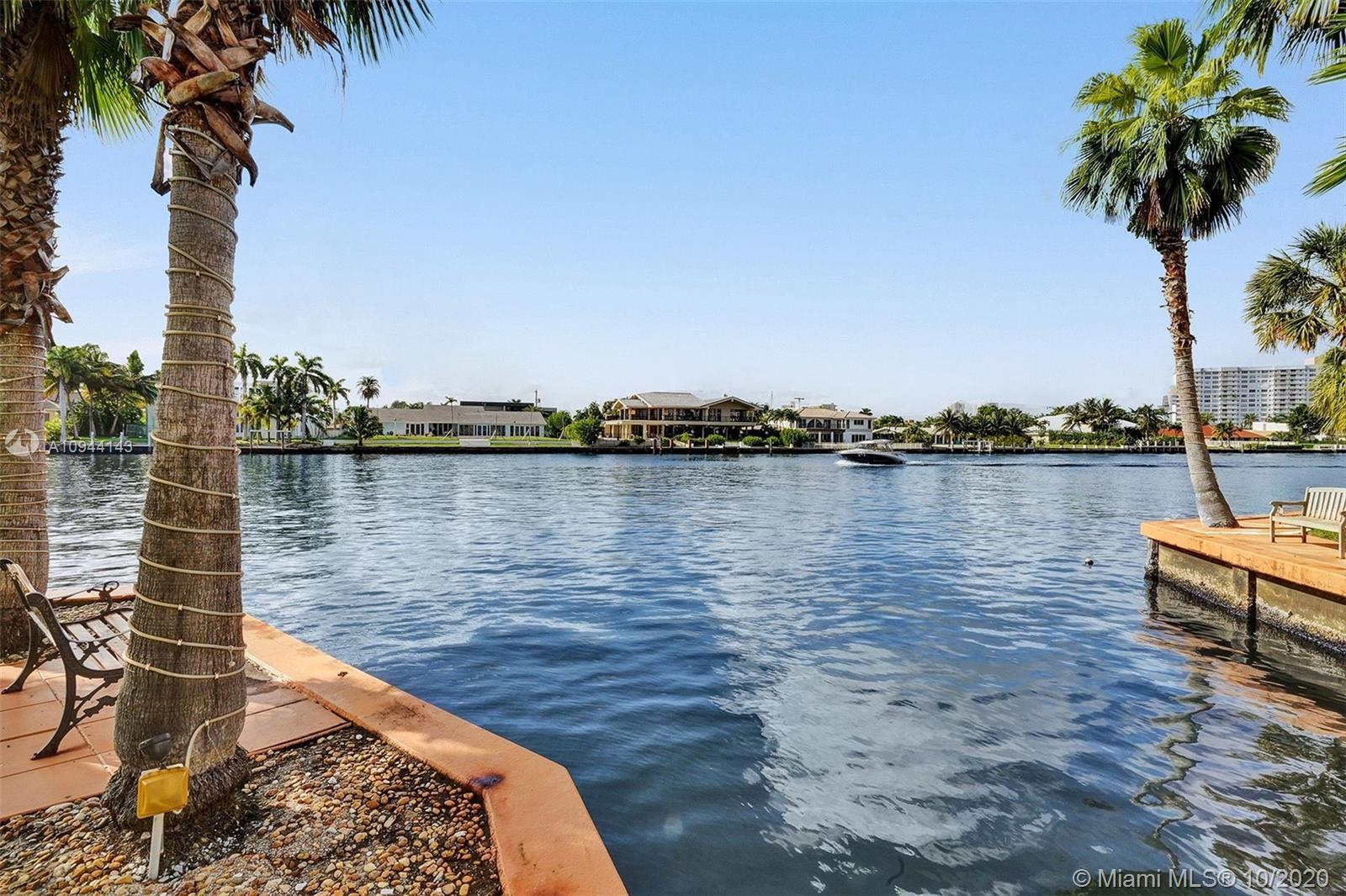 BEAUTIFUL AND SPACIOUS UPDATED 2BE/2BATH, NICE VIEW ON THE POOL AND INTRACOASTAL FROM THE BALCONY.