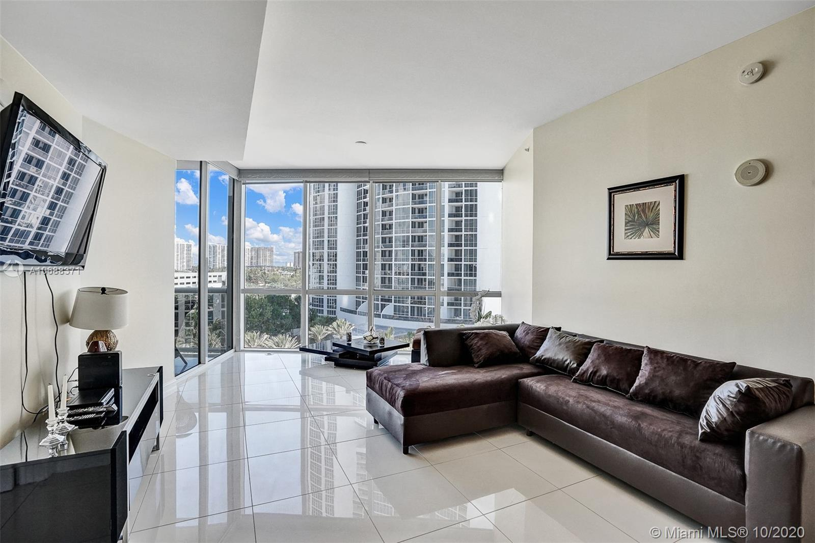 BEST PRICED - GORGEOUS SPACIOUS UNIT LOCATED IN THE HEART IN DESIRABLE SUNNY ISLES BEACH. ENJOY OCAE