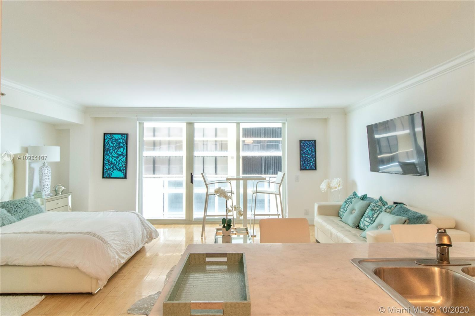 This is the one!!! Come have an ocean life style. Very cozy furnished studio with a modern décor and