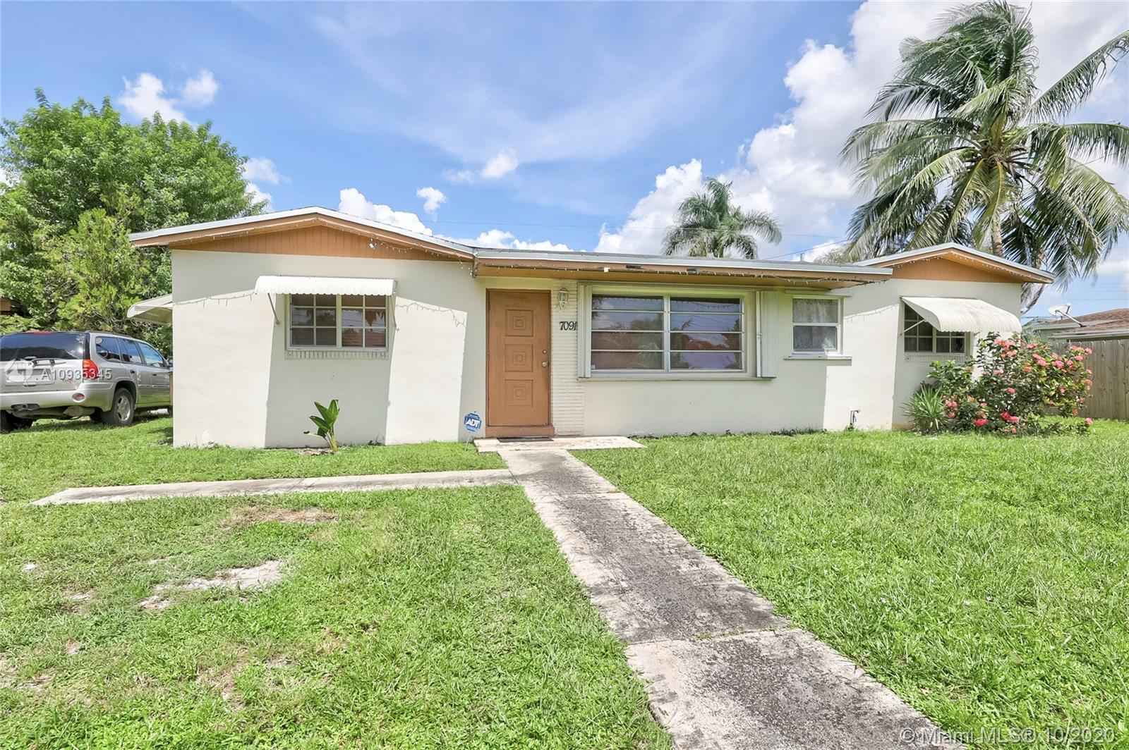 Great buy!!Don't miss this opportunity to own this amazing 4 bedrooms/2 bathrooms home with huge bac