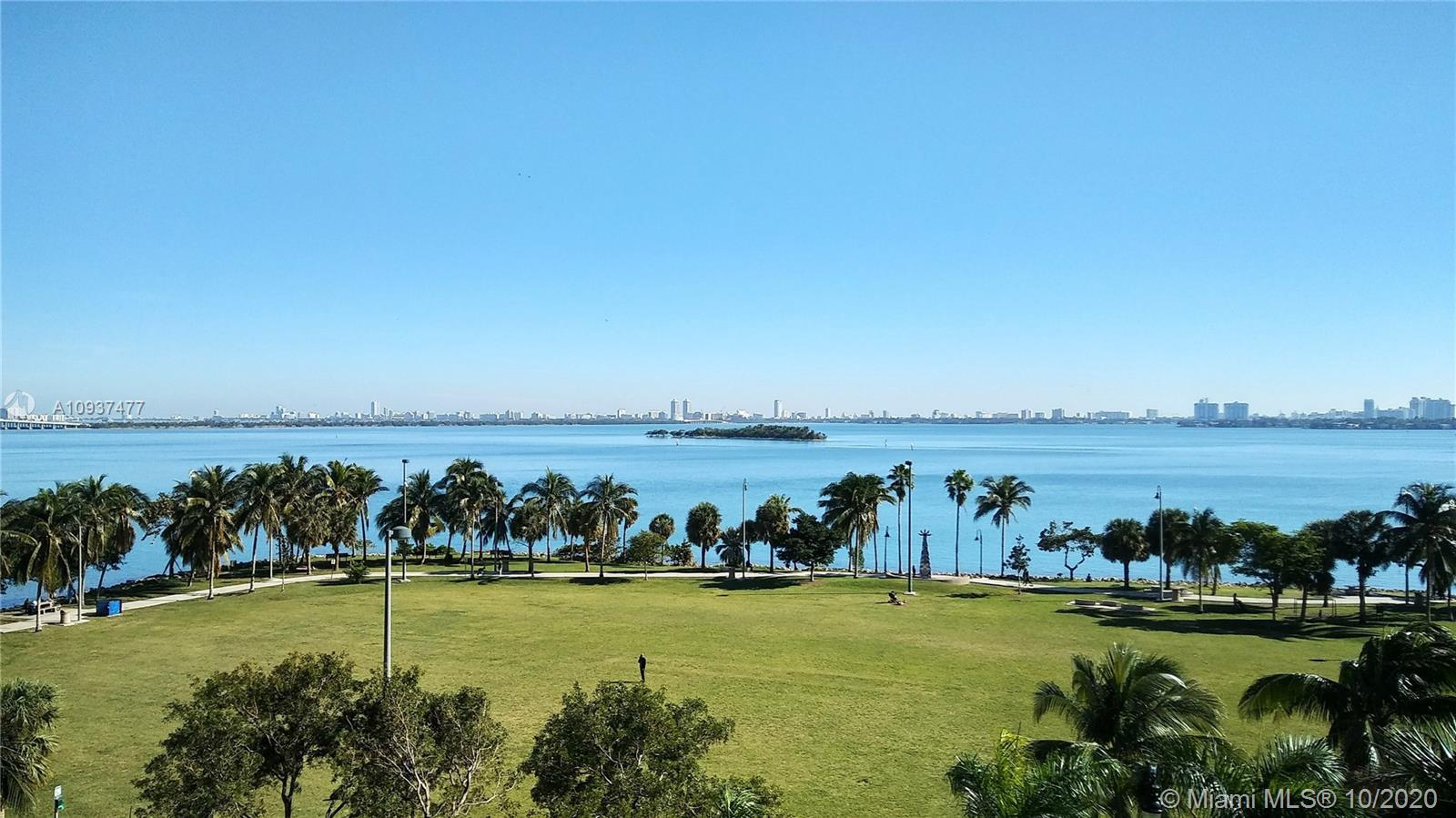 RARELY AVAILABLE OPEN LOFT W/ DEN FEATURING AMAZING DIRECT BAY VIEWS, HIGH 14' CEILINGS & WOOD FLOOR