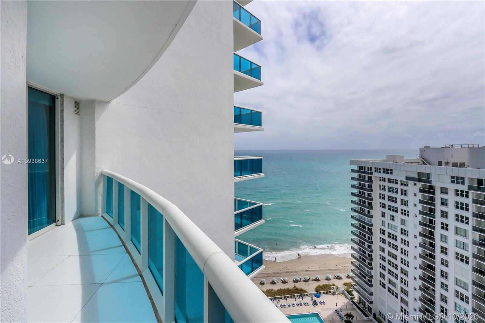 Magnificent and modern unit at the elegant Trump Hollywood, at the beach! excellent floor plan with