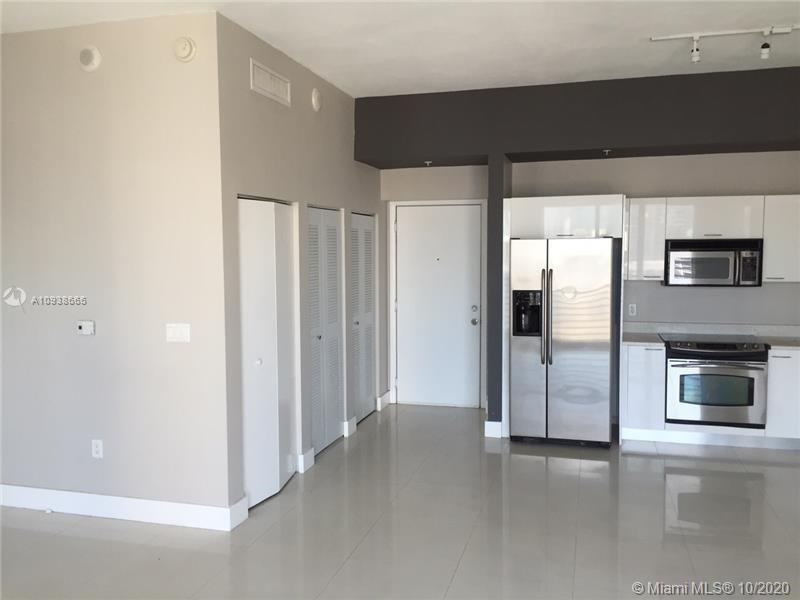 Beautiful and spacious 1 bed/1 bath at the Loft II in Downtown Miami, walking distance to Bayside, B