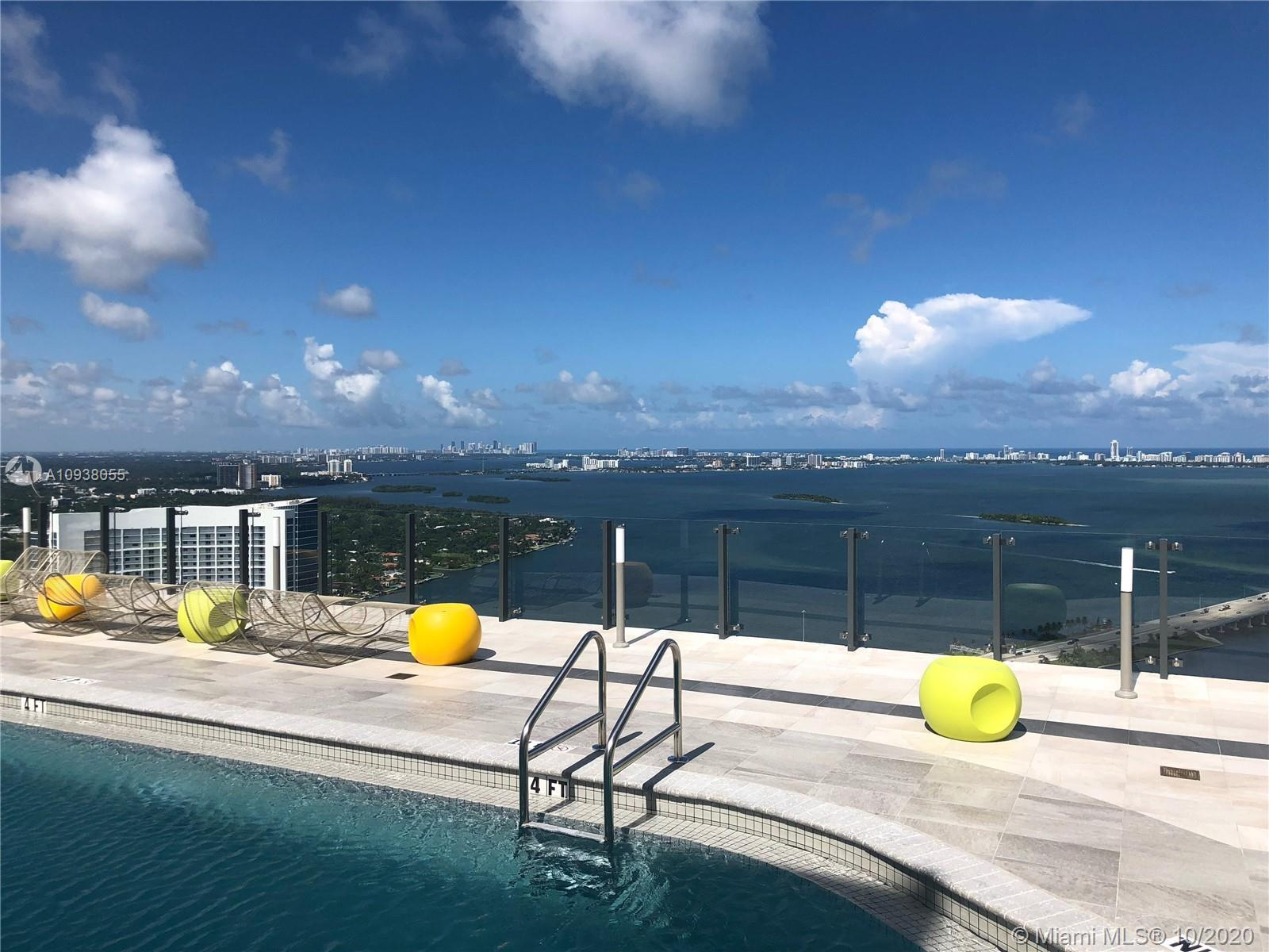 NEW FLOOR, no more carpet!!! Amazing 1 bedroom and 1 1/2 bathroom apartment in the heart of Miami. H