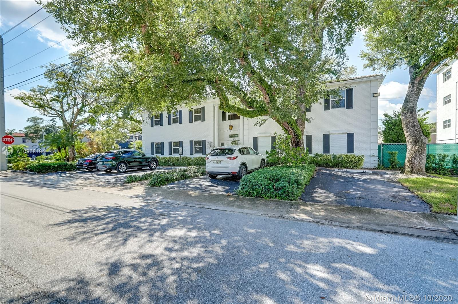 This beautiful unit is literally backed up to Las Olas, live 5 steps away from a world renown hot sp