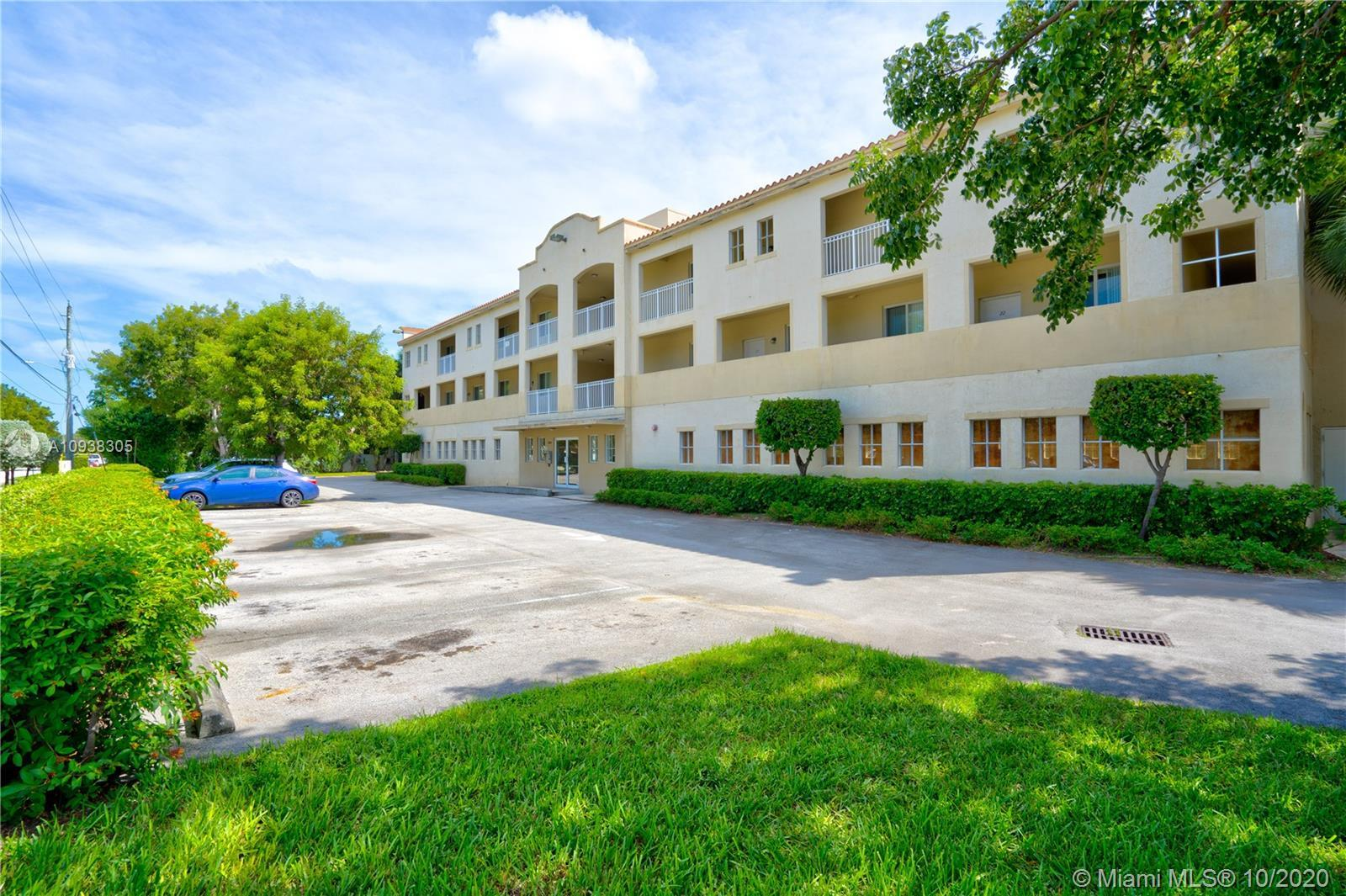 Beautiful fully remodeled 2 bed/2 bath corner unit with beautiful views of the canal from the balcon