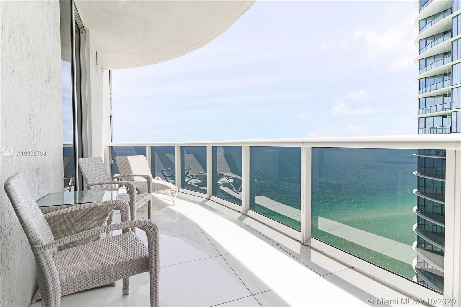BEAUTIFUL FURNISHED BY ARTEFACTO, 3 BEDROOMS, 3 1/2 BATHROOMS, 1974SF, WHITE GLASS FLOORS, FLOOR TO
