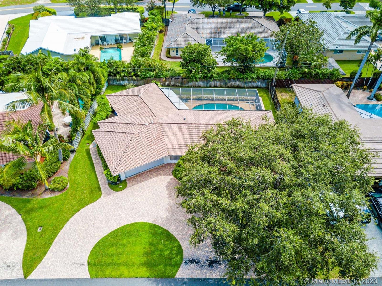 This 3/2 pool home in the heart of Ft. Lauderdale is ready to make your own! Property features ceram