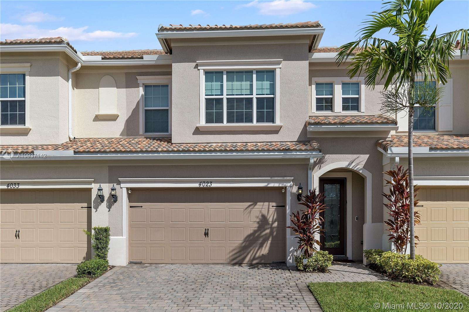 Welcome to Hollywood's newest gated community ! The very popular Raritan Model offers a modern feel