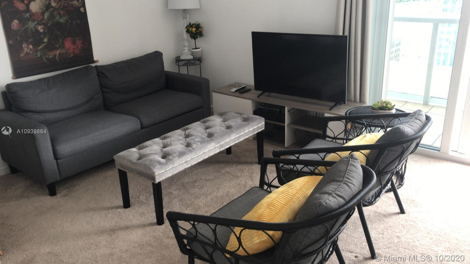 Beautiful furnished studio for rent in this great building. Unobstructed views of the city of Miami.