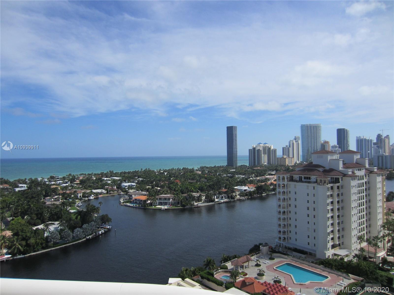 Highly coveted high floor on the south side, this unit has wide water views and plenty of sunshine.