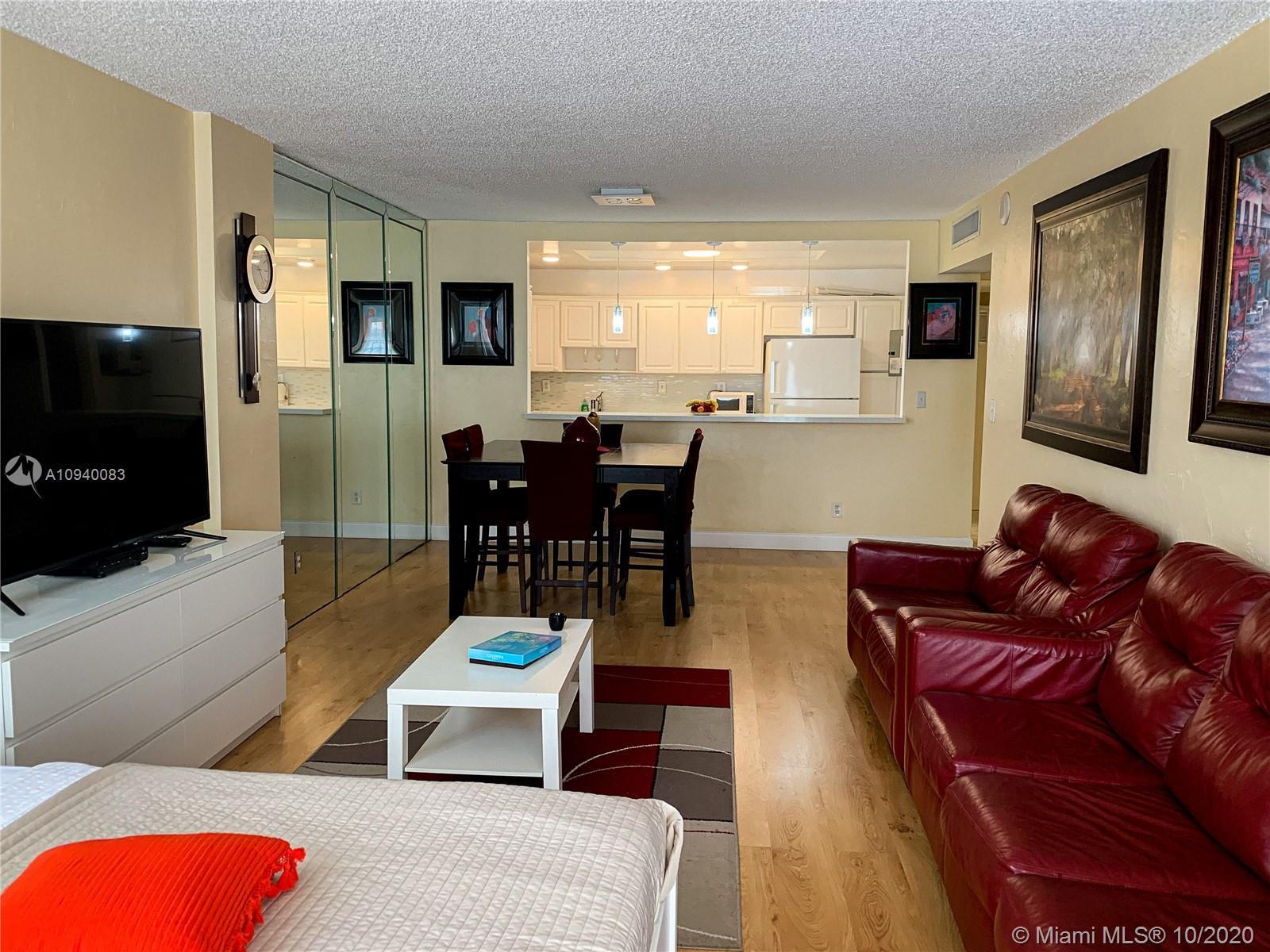 2 BED 2 BATH HUGE UNIT IN OCEAN RESERVE BUILDING .BEAUTIFUL VIEWS  INTRACOSTAL FROM BALCONY.FULL SER