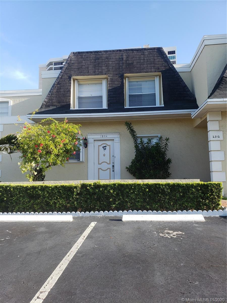 Beautiful 3 Bedroom 2.5 Bath Townhouse located in the heart of Hallandale Beach, with easy access to