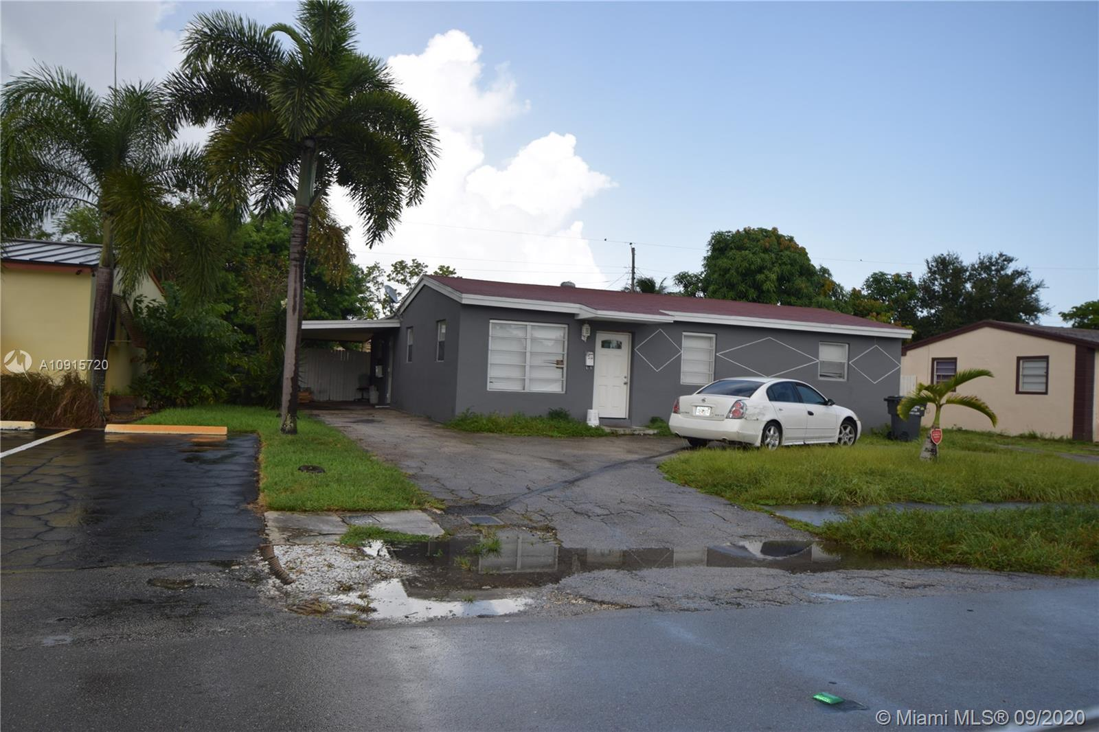 Well maintained single family home features 3 bedrooms and 1 full bathroom. BONUS attached efficienc