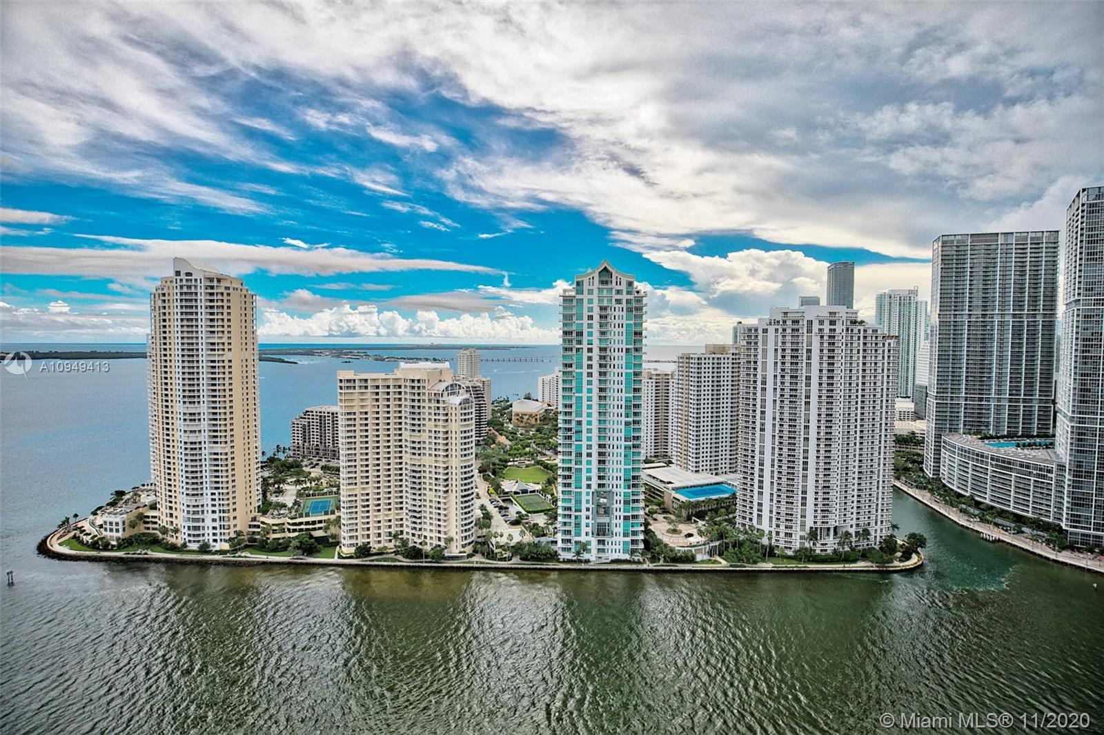 Beautiful 2bdrms 2bths with direct views of Biscayne Bay, Miami River and Brickell Skyline. Condo is
