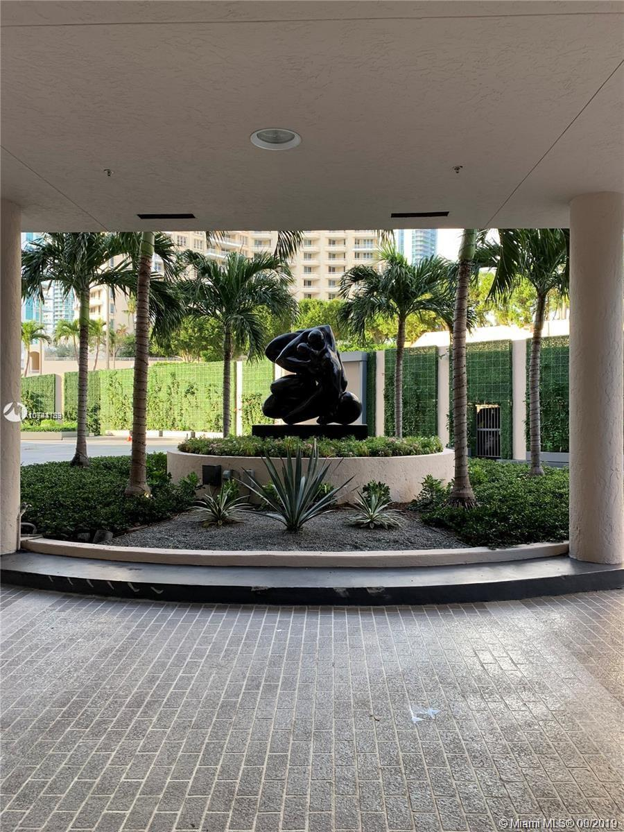 Beautiful and spacious Furnished 1/1-1/2bath Unit with Soaring 12 Foot Ceilings in Brickell Key. Enj