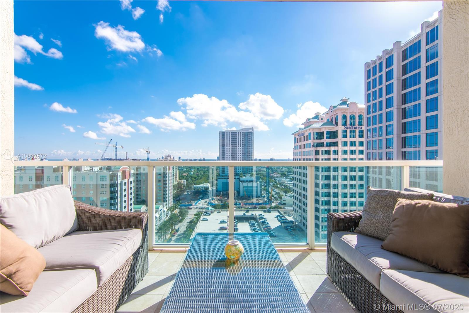 Large 2 bedroom / 2 bathroom unit in the heart of downtown. Direct east facing with ocean backdrop v