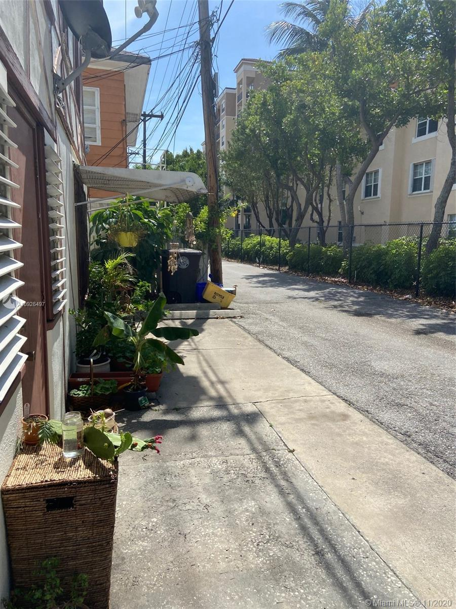 Single Family Home with  2 studio apartments in the back for investment income.  1/1 Single Family w