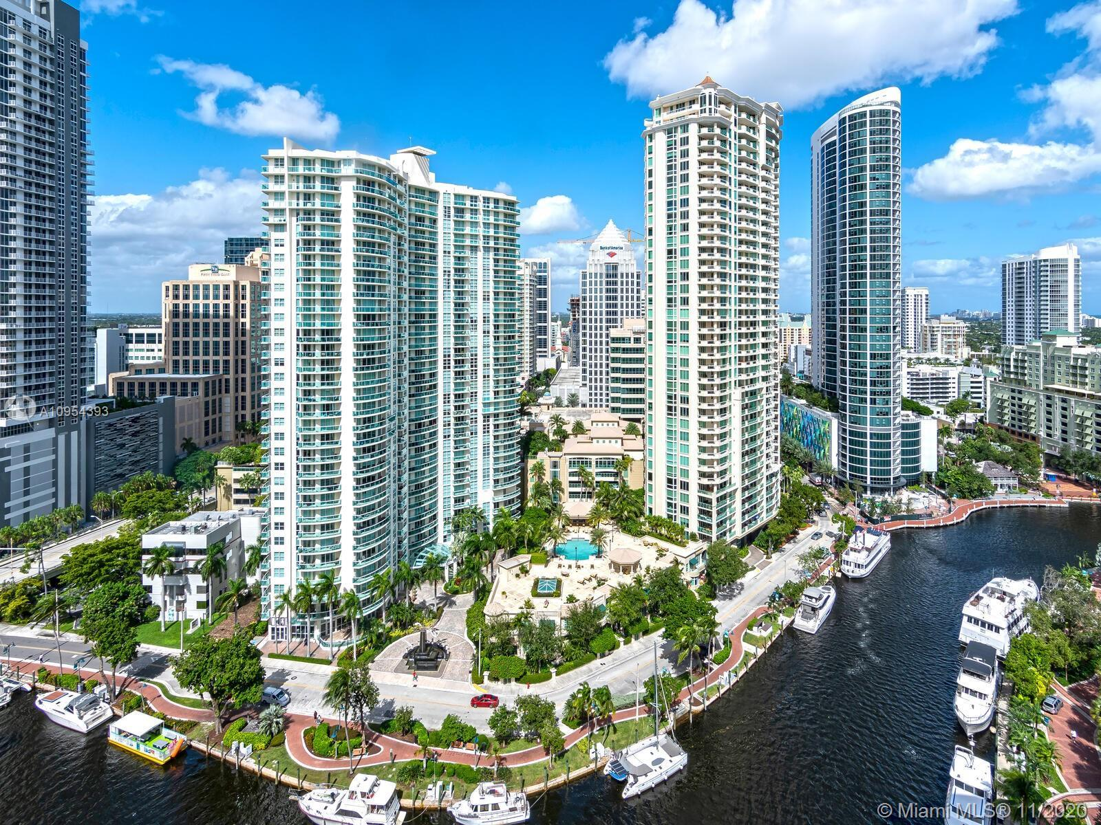 LARGE 3-BEDROOM CORNER UNIT PENTHOUSE APARTMENT WITH AMAZING OCEAN, MIAMI AND FT LAUDERDALE SKYLINE