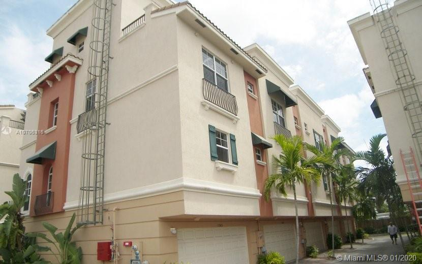 CORNER UNIT. ALL INCLUDED & FURNISH, TURN KEY.  SPANISH DESIGN. HIGH CEILING. REMODELED UNIT  WITH C
