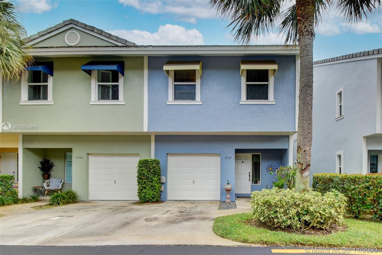 Upgraded 3 bedroom/ 2.5 bathroom  with one car garage in East Fort Lauderdale walking distance to th