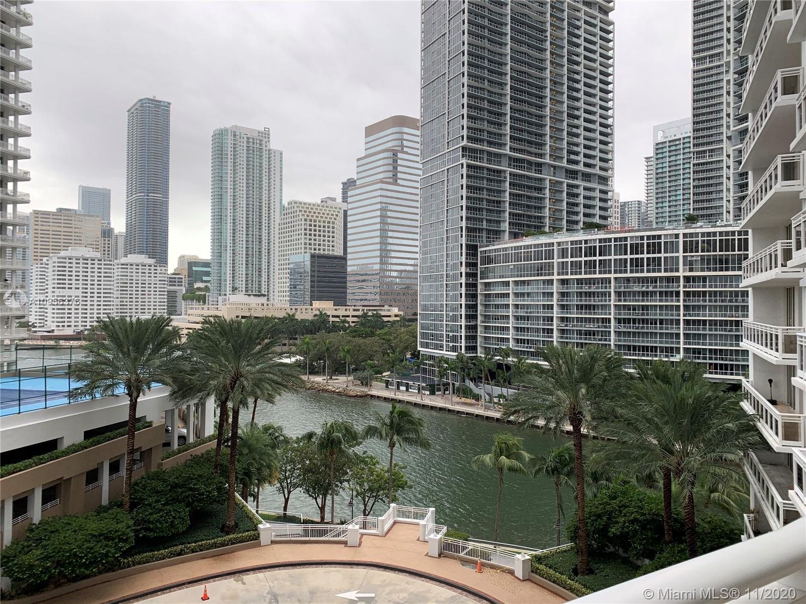 Beautiful unit located on exclusive building on Brickell Key, one-bedroom unit with 1,031 SQFT, big