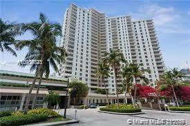 EXQUISITE WATERFRONT 2 BEDROOM , 2.5 BATH 1 PARKING SPACE ON THE PRESTIGIOUS BRICKELL KEY ISLAND A P