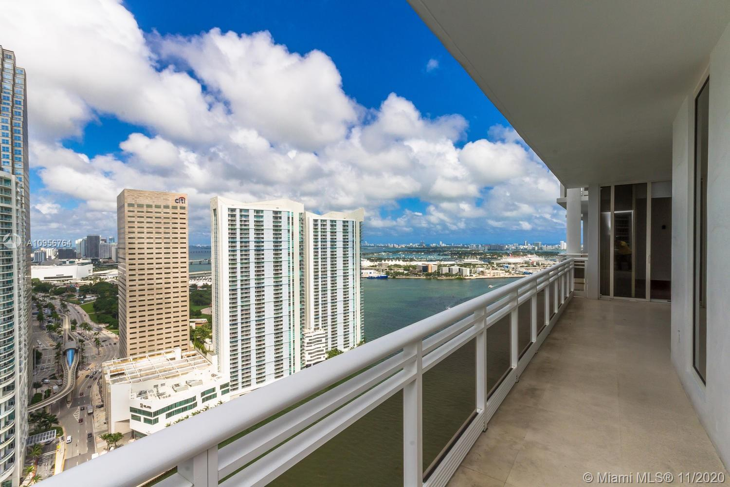 MAGNIFICENT 2 BED / 2.5 BATH ON THE 36TH FLOOR. HIGH CEILINGS & FLOOR-TO-CEILING WINDOWS WITH VIEWS