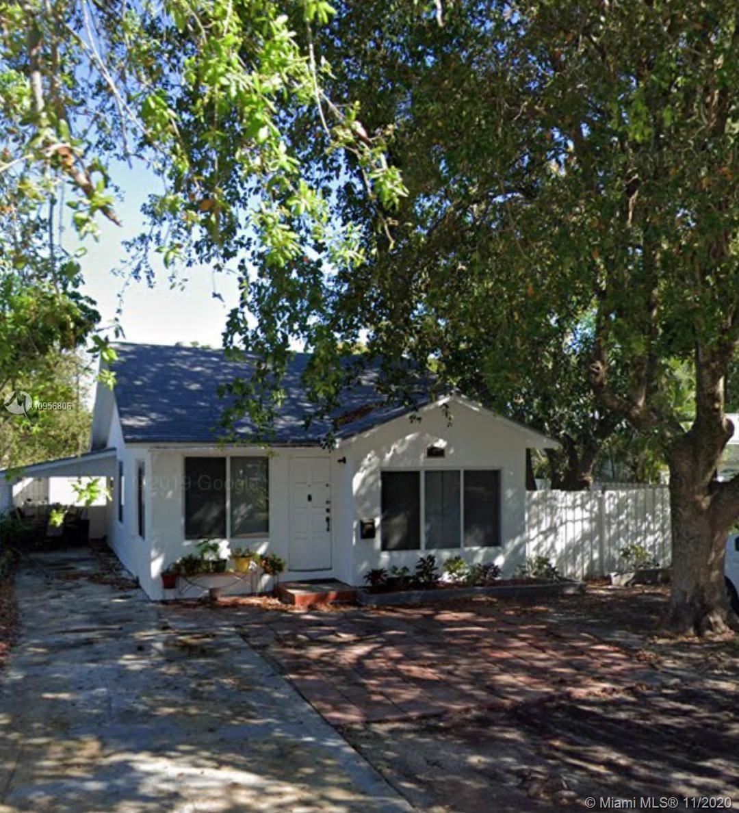 PERFECT HOUSE IN HOLLYWOOD FEATURING, GRANITE COUNTERTOPS AND STAINLESS-STEEL APPLIANCES IN KITCHEN,