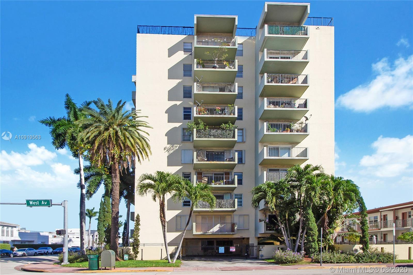 Beautiful and spacious 1 bedroom + den./1.5 bathroom in South Beach! Only 4 units per floor. Enough