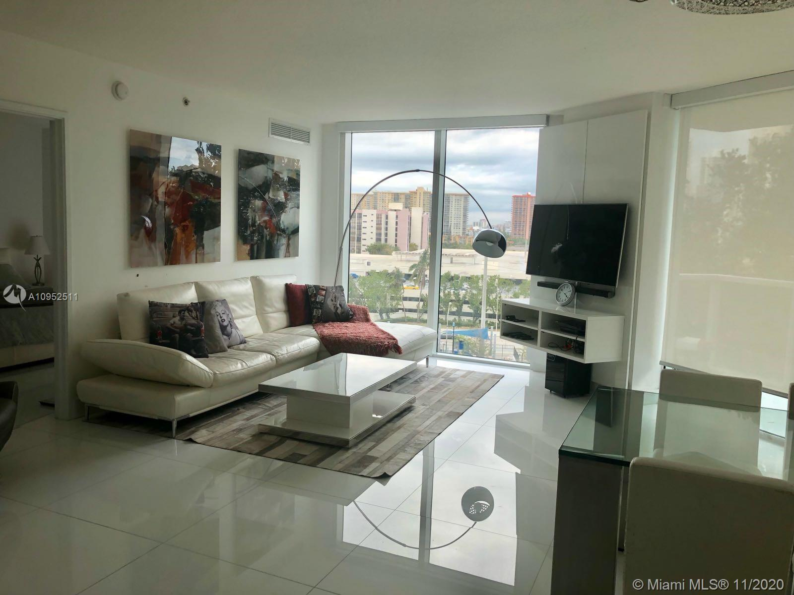 BEAUTIFUL VIEW for the brand new Gateway Park this unit at at St Tropez II, in the heart of sunny Is