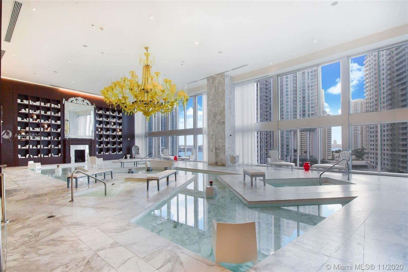 Bright and stunning 2-Bed 2-Bath corner residence @ Icon Brickell. Sweeping views of the City skylin