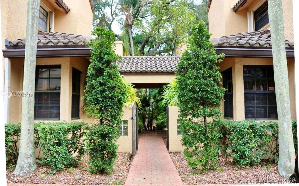 Fireside are total 8 Townhomes, great location 5 minutes from Las Olas, the beaches, the airport and