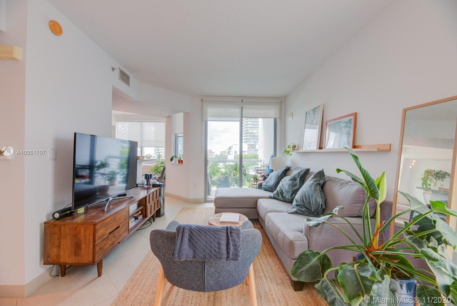 Enjoy the South Beach lifestyle in this 1 bedroom 1.5 bath + Den in the Cosmopolitan. Features a mod