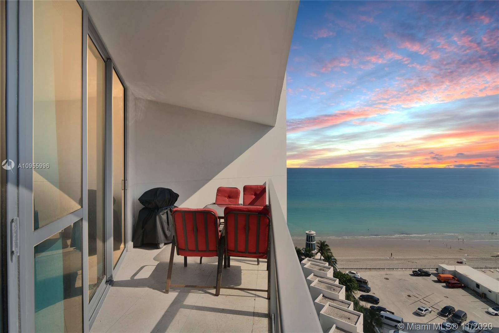 HOLLYWOOD GEM, OCEAN PALM IS A LUXURY OCEANFRONT, SPACIOUS 3B AND 3.5B. PRIVATE ELEVATOR, SPLIT FLOO
