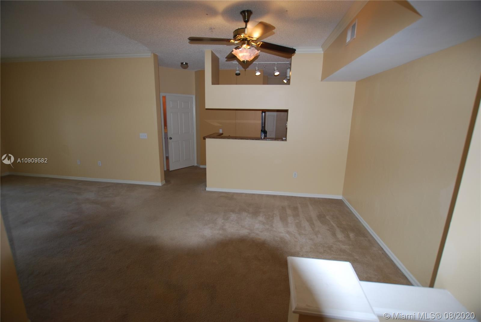 Tuscany on the Intracoastal 2/2 on 4th Floor. Close to Clubhouse, Pool, Gym, Tennis. Walking distanc
