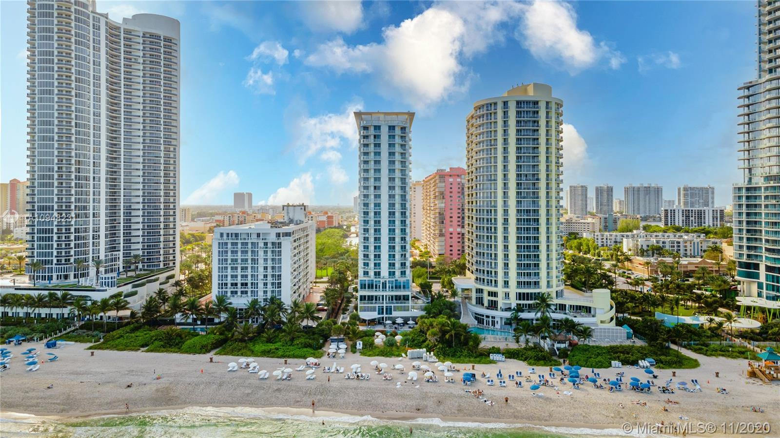 Gorgeous condo located in the heart of Sunny Isles with beautiful ocean views. It offers 5 star amen