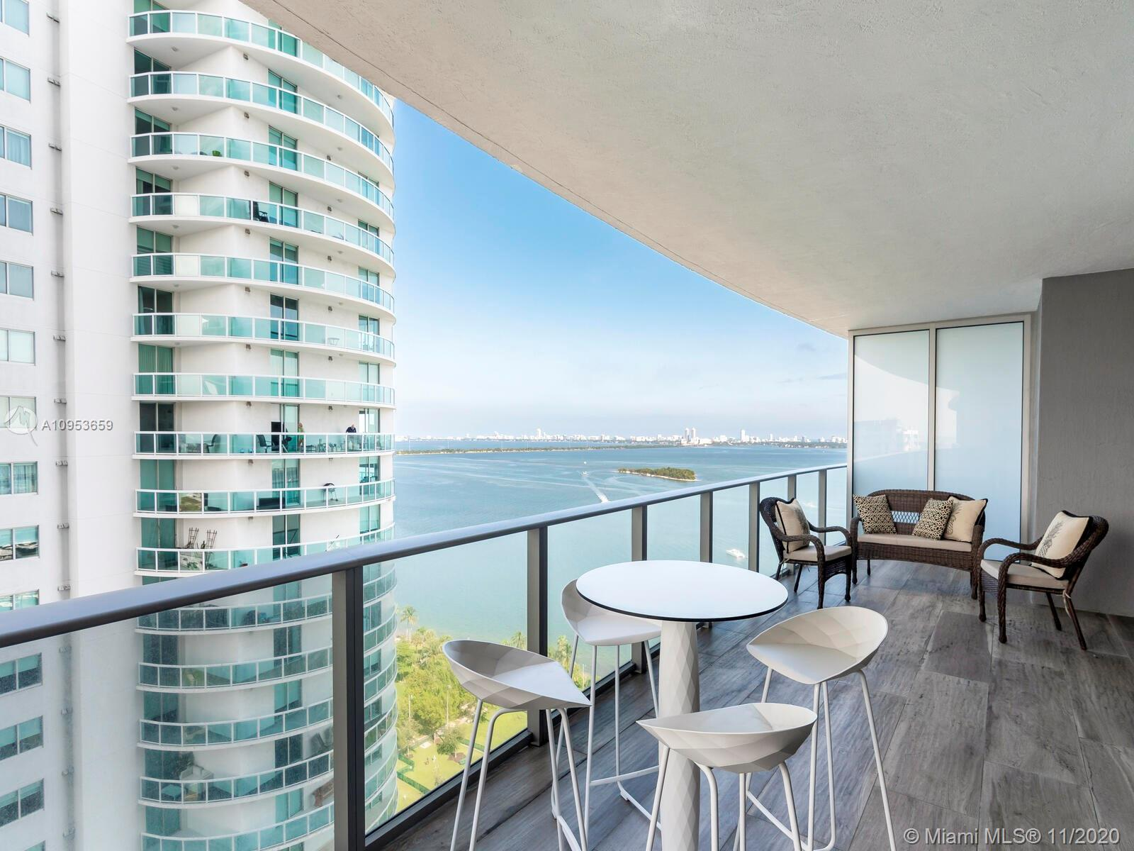Beautiful 2 Bedrooms + Den with full 3 bathrooms, private foyer and wrap around balcony with view on