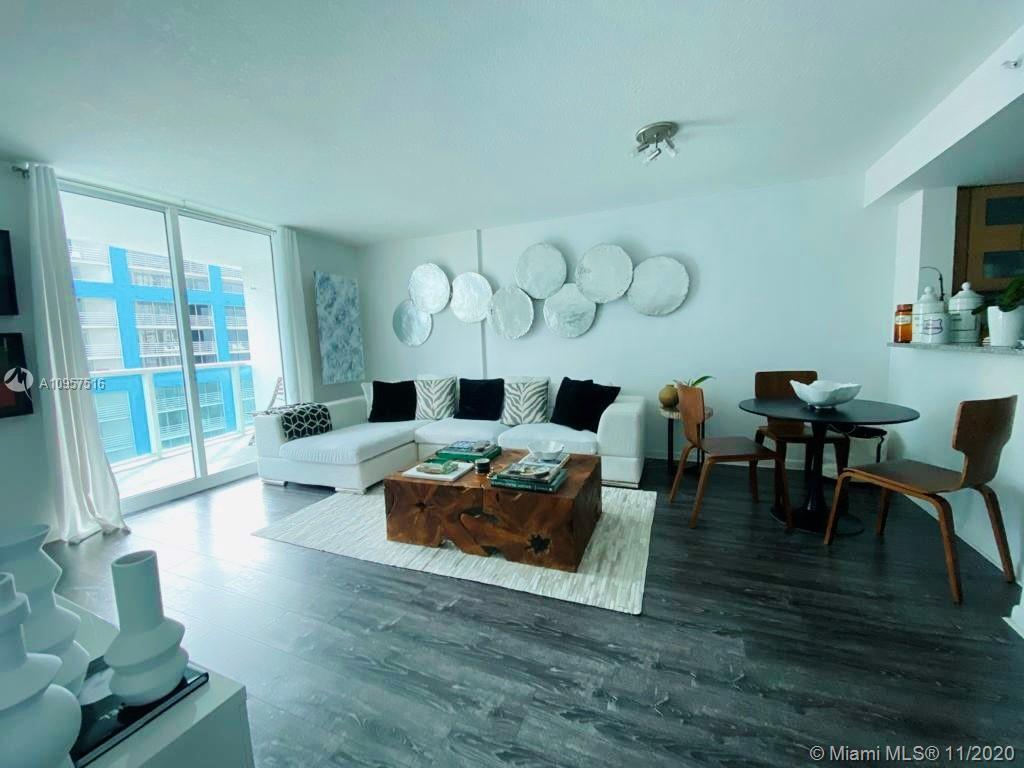 Fabulous condo at Skyline on Brickell! Great Bay views, 1 bedroom 1 bathroom, wood floors, stainless