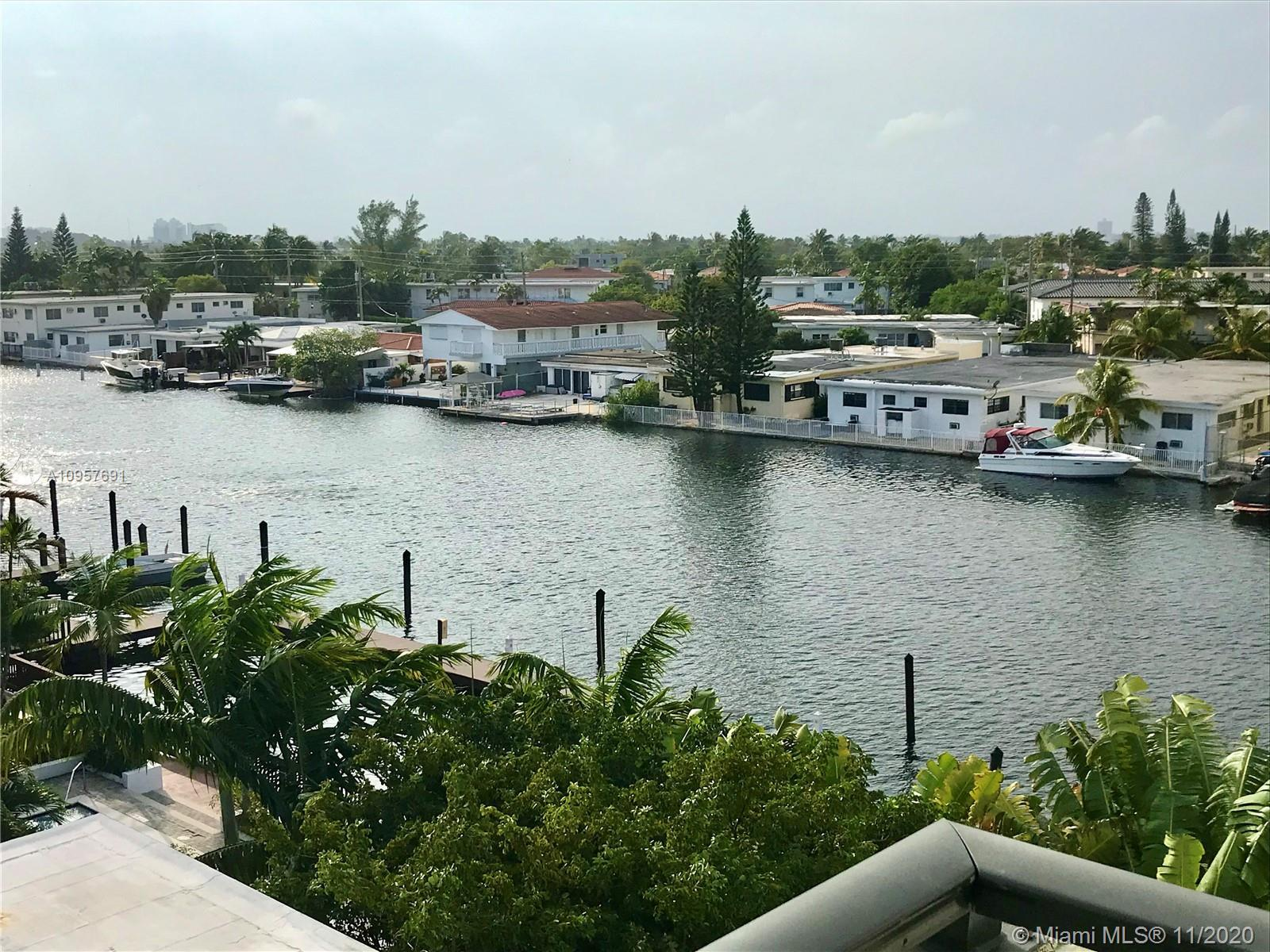 Spacious 2/2 corner unit with Tatum Waterways canal and Tatum Park views.  Large bedrooms with a spl