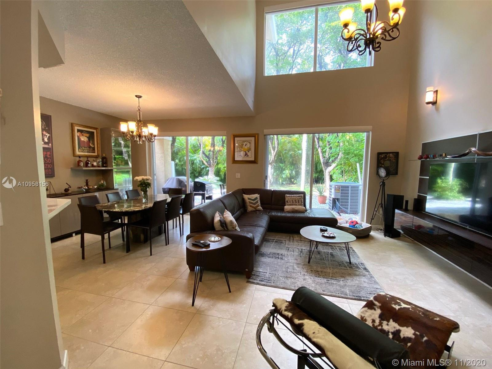 VERY BRIGHT & SPACIOUS TOWNHOUSE FOR SALE IN AVENTURA. 3 BEDROOMS - 2 1/2 BATHROOMS. HIGH CEILINGS -