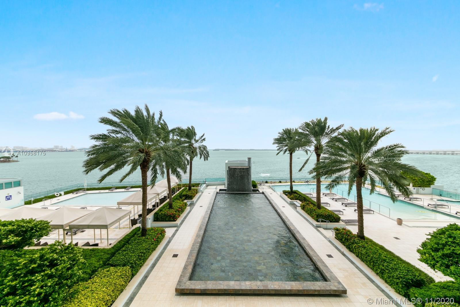 Gorgeous 1 bedroom with views of Biscayne Bay and beyond. Located in one of the best walkable areas